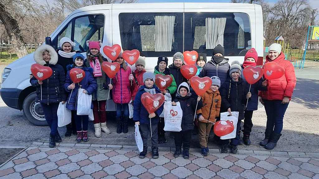 Слідопити Кам'янки-Дніпровської привітали жителів міста зі святом