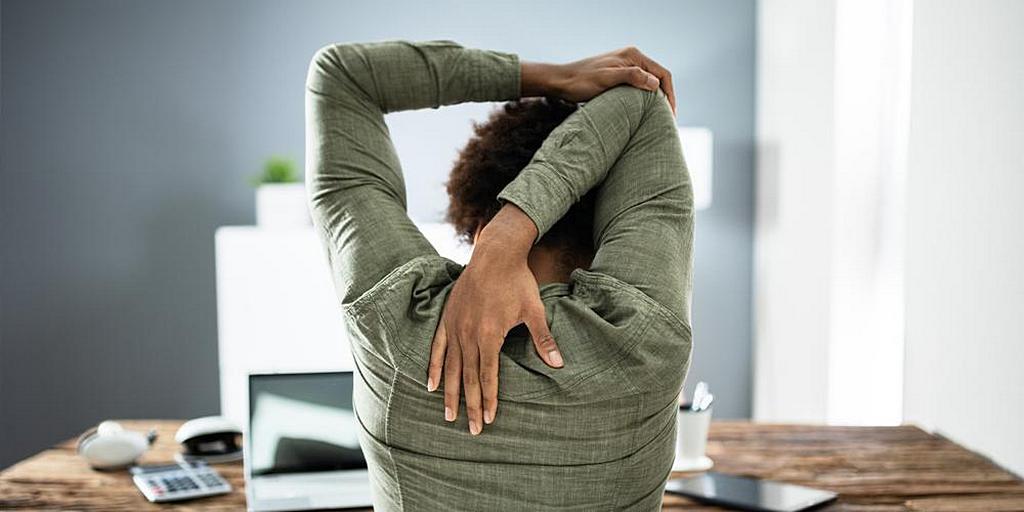 Попробуйте эти растяжки и упражнения для домашнего офиса, чтобы оставаться в форме
