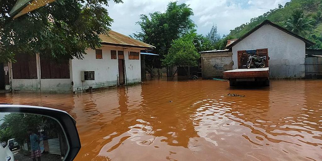 Адвентисты среди пострадавших от наводнения в Индонезии и Тиморе-Лешти