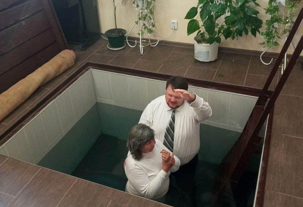 Евангельское служение в Сватово завершилось обрядом крещения