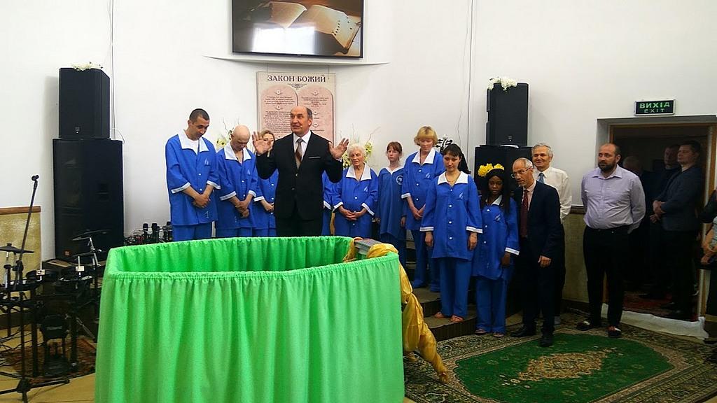 Программа Моисея Островского в Харькове закончилась крещением 9 человек