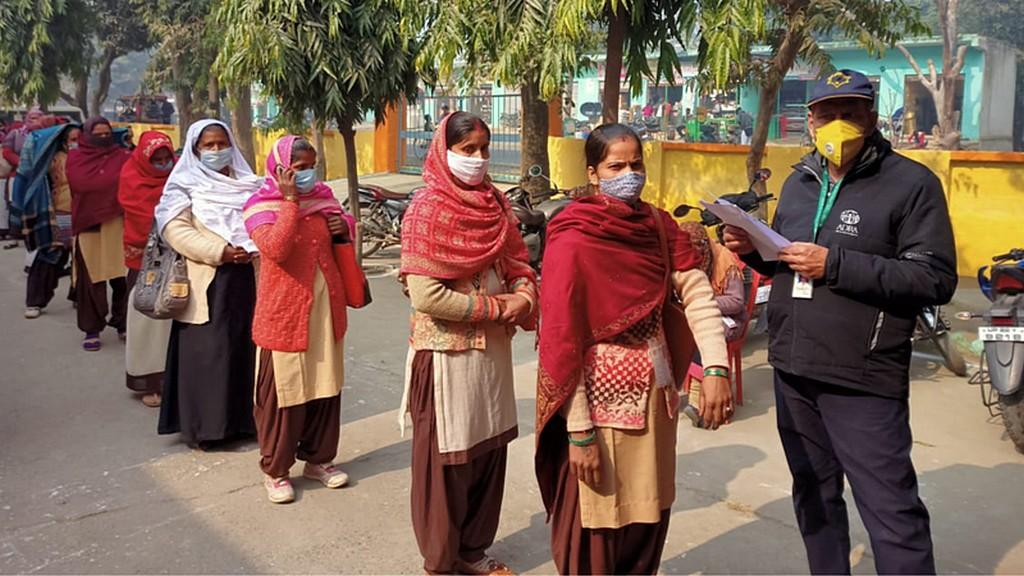 АДРА сотрудничала с местными департаментами здравоохранения в целях оказания помощи в проведении медицинских осмотров и мониторинга борьбы с массовыми беспорядками. [Фото: ADRA Индии]