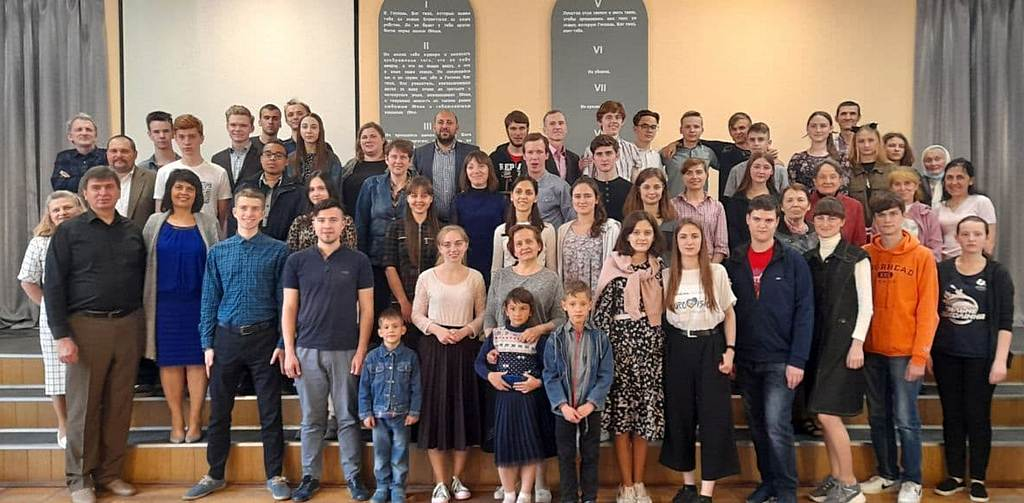После двухгодичного перерыва, молодежная викторина «Мир Библии» собрала в оффлайн формате семь команд из восьми городов
