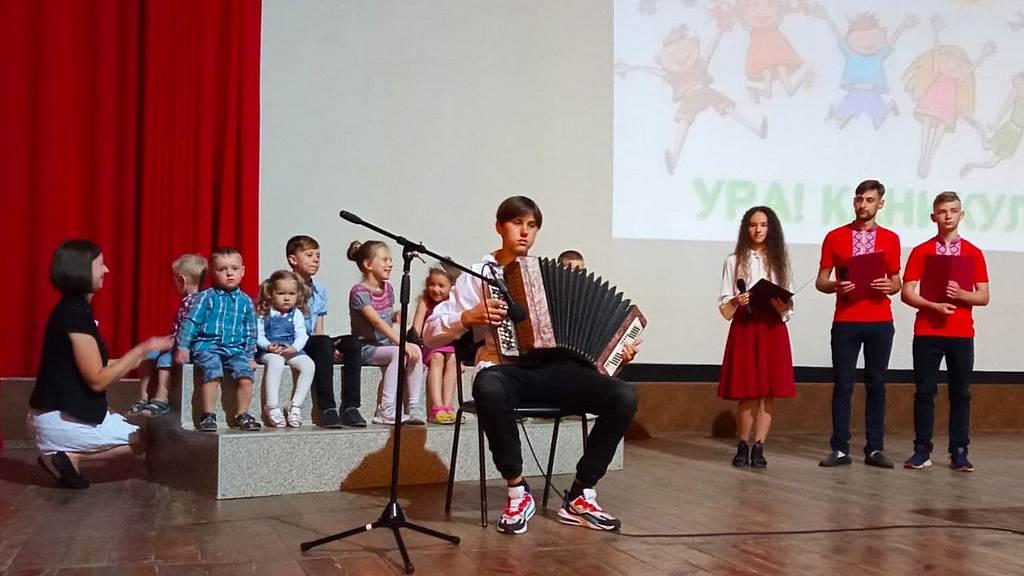 В громадах Кам'янського відзначили закінчення навчального року