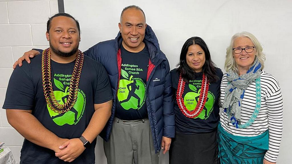 Активисты CHIP (слева направо), Винсент Тоайлоа, местный пастор Фаафетаи Матай, Фоно Осборн и Керри Госсет, медработник из Новой Зеландии. [Фото: Adventist Record]