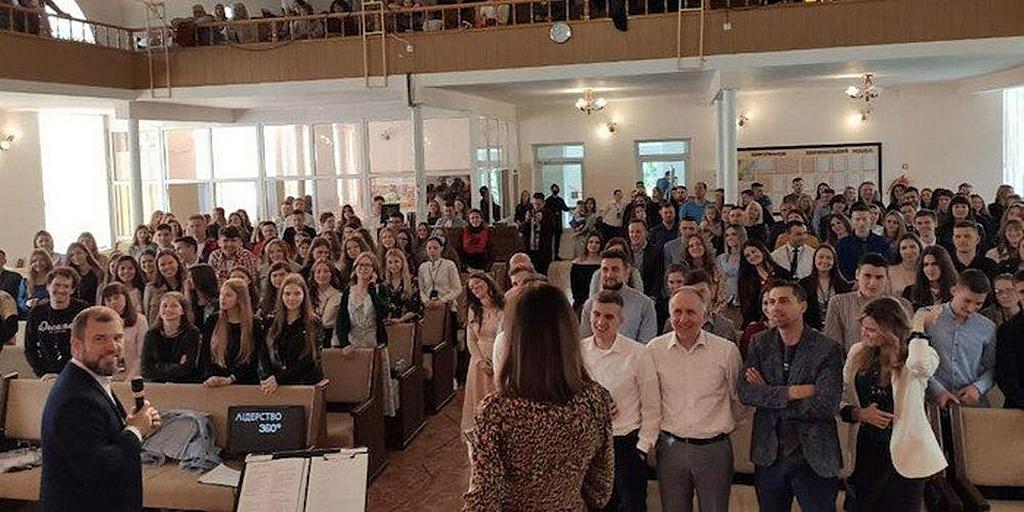 Более 200 молодых людей в Украине посетили ежегодный молодежный форум