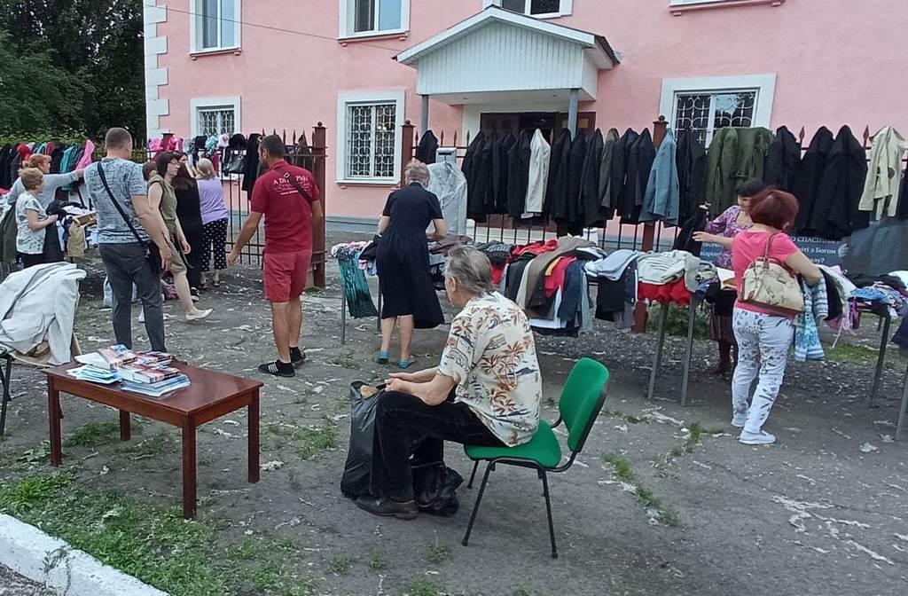 Адвентисти Кам'янського створили при Духовному центрі пункт обміну одягом