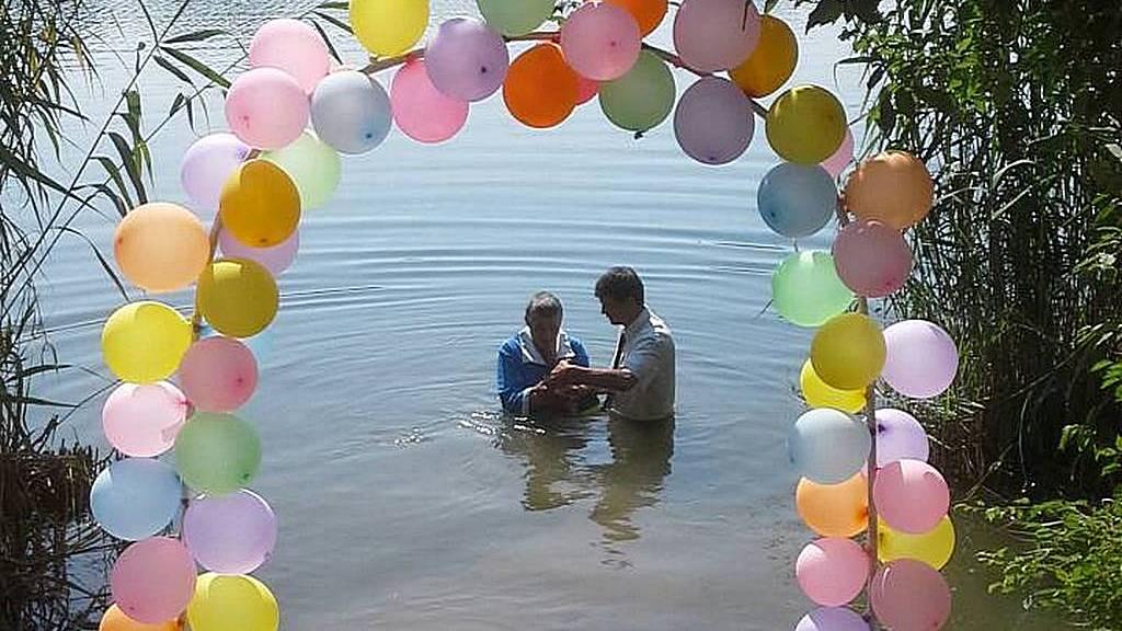 В Лозовской церкви приняли крещение три человека