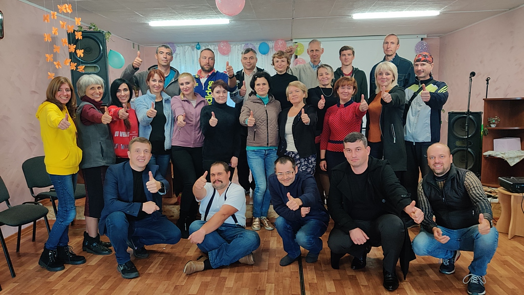 Двадцать четыре человека участвовали в первом Уикэнде для незамужних и неженатых