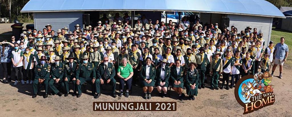 """Групповое фото участников """"мини-лагеря"""" 2021 года в Айворис-Рок, Квинсленд, Австралия, в выходные Всемирного дня Следопыта. (Фото: Генри Сулувале)"""