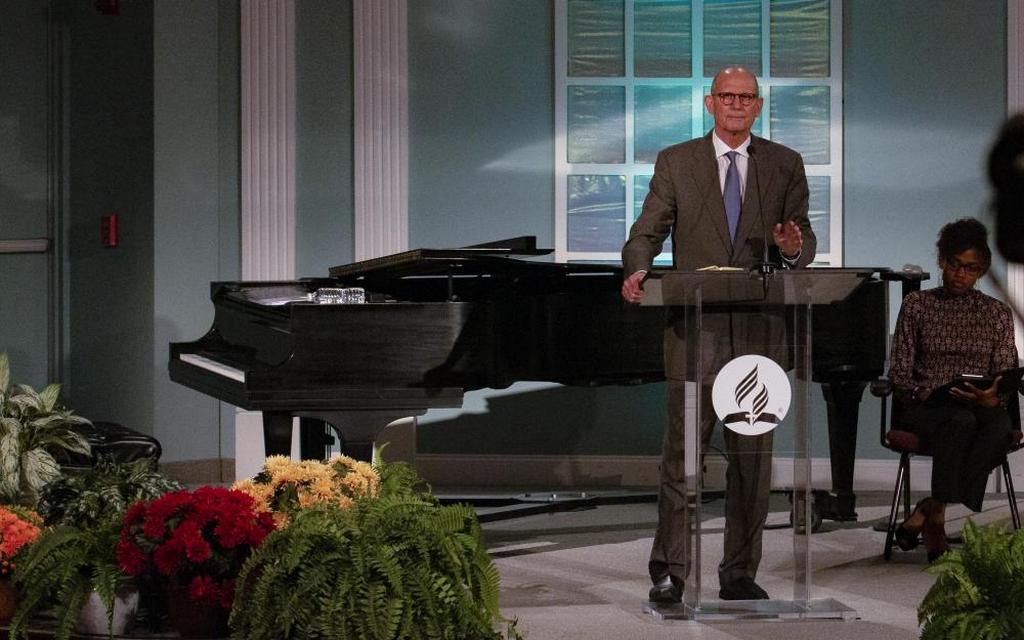 Тед Н. К. Вильсон делится духовным наставлением во время открытия Годичного совещания Церкви адвентистов седьмого дня 2021 года. [Фото: Brent Hardinge/Adventist Media Exchange (CC BY 4.0)]