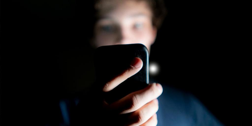 Как время, проведенное за экраном, влияет на психическое здоровье